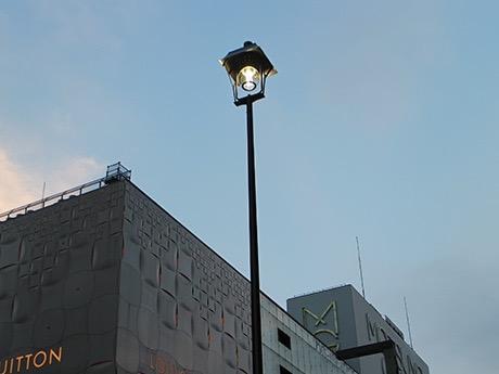 再現された 銀座のアーク灯 .jpg