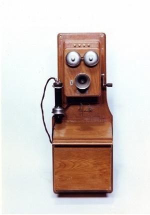 電話機1(郵政博物館).jpg
