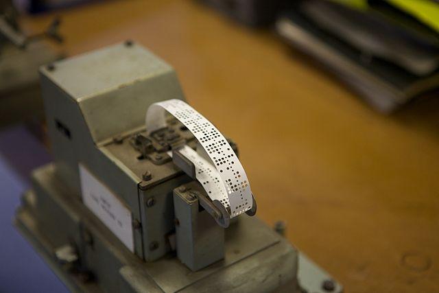 紙テープさん孔装置.jpg